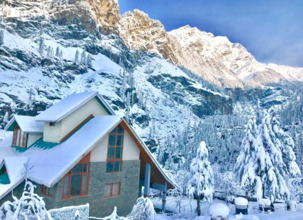 latest snowfall, latest weather update manali, himachal snowfall season, latest snowfall pics, latest snowfall in shimla, shimla kufri snowfall, best snow season in manali, solang valley snow, marhi gulaba snow fall